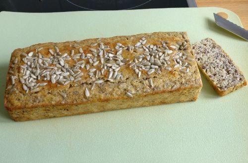 Low Carb Brot mit Sonnenblumenkernen