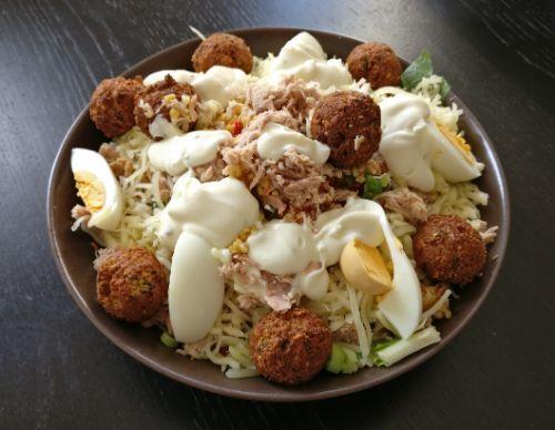Salatteller mit Falafel